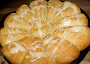 Cast Iron Skillet Cinnamon Rolls at 1840 Farm